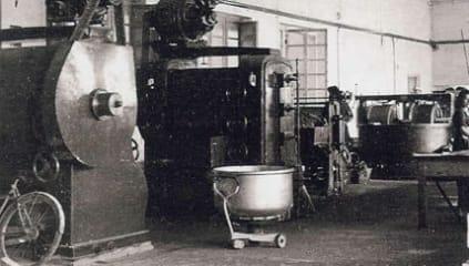 1947, fremstilling af Gianduja pasta.